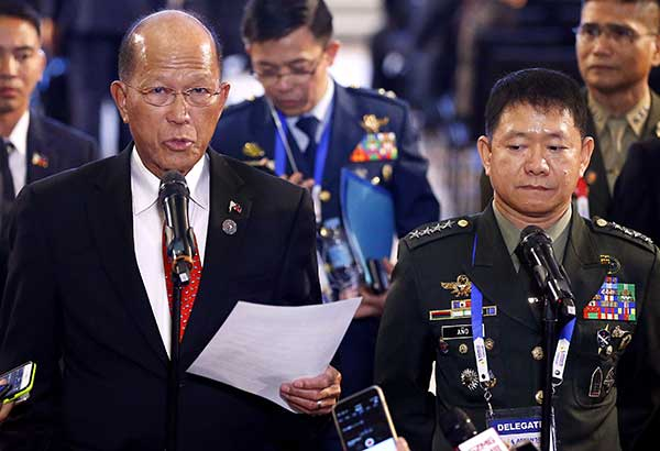 Defense Secretary Delfin Lorenzana reads a statement announcing the end of combat in Marawi City at the ongoing Asean Defense Ministers' Meeting in Clark, Pampanga yesterday. At right is Armed Forces chief Gen. Eduardo Año. AP
