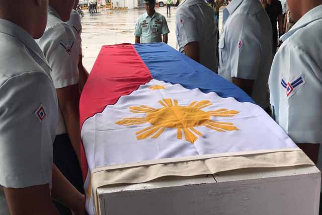 The Philippine Air Force on Thursday morning gave its former airwoman Isabel Granada military honors. Chuckie Dreyfus, Facebook