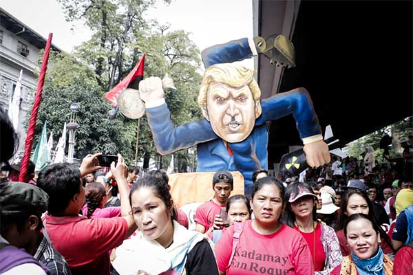 Rallyists march along Taft Avenue, Manila to protest the ASEAN Summit 2017 and the visit of US President Donald Trump in the country. PhilStar.com/Efigenio Toledo IV