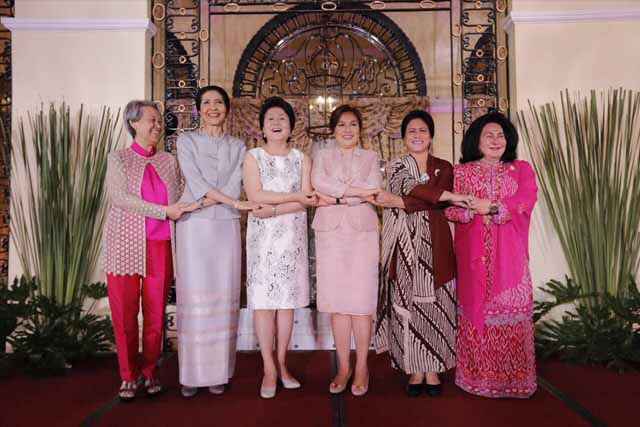 The first ladies of ASEAN state-member leaders did the customary ASEAN handshake. Malaysian Embassy/Released
