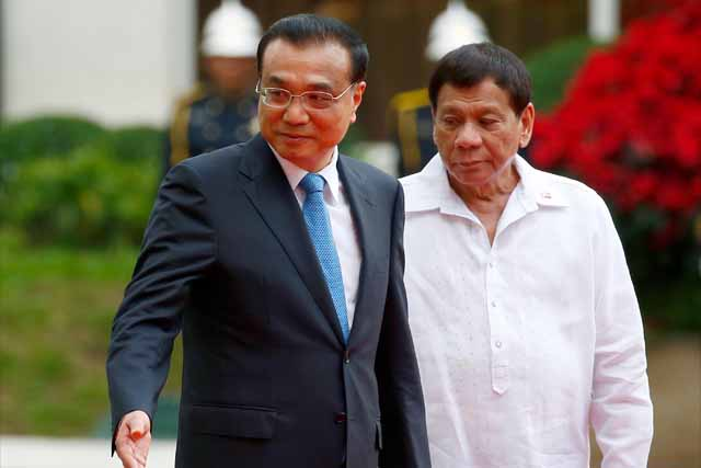 Chinese Premier Li Keqiang, left, gestures to Philippine President Rodrigo Duterte as they prepare for their bilateral meeting following a welcome ceremony at Malacanang Palace grounds in Manila, Philippines, Wednesday, Nov. 15, 2017. Li is on an official visit to the country. AP/Bullit Marquez