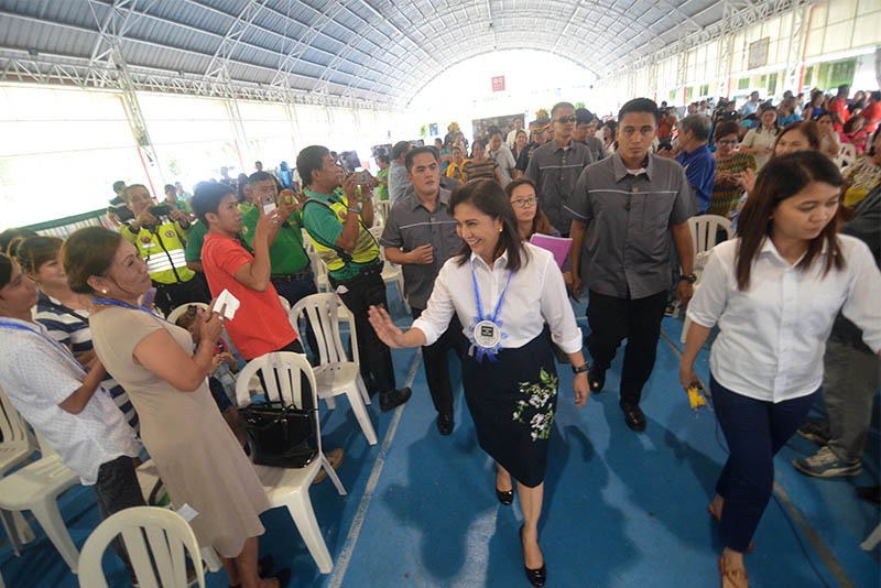 Vice President Leni Robredo led the opening of the Istorya ng Pag-asa photo gallery at Quirino Elementary School in Quezon City on Tuesday, November 21, 2017. The exhibit, the fourth to be opened in the city, features 18 stories of inspiration from the area. Office of the Vice President/Released