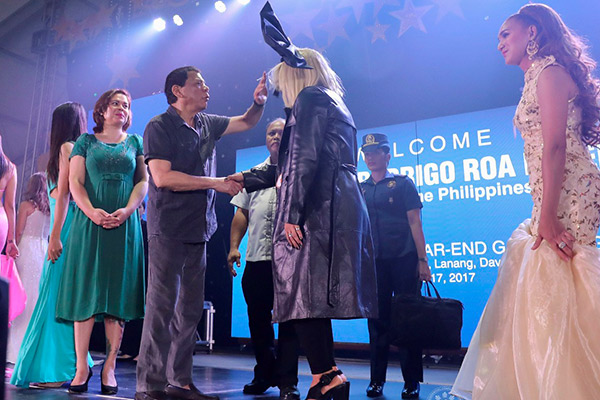 President Rodrigo Duterte interacts with the members of the Lesbian, Gay, Bisexual, and Transgender (LGBT) community during the 7th LGBT Davao Year-End Gathering at the Azuela Cove in Lanang, Davao City on Dec. 17, 2017. Also in the photo is Davao City Mayor Sara Duterte-Carpio. Richard Madelo/Presidential Photo