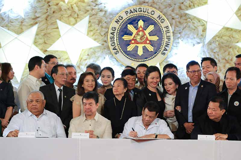 President Duterte Is Assisted By Senate Aquilino Pimentel III Speaker Pantaleon Alvarez And Sen Loren Legarda Seated During The Ceremonial