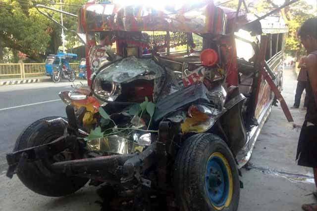 Bus crash in Philippines kills 20 headed to Christmas mass