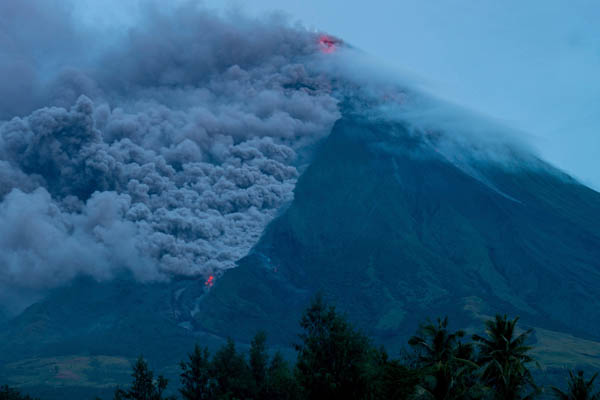 Lava cascades down the slopes of the Mayon volcano seen from Busay Village in Legazpi city, Albay province, 340 kilometers (210 miles) southeast of Manila, Philippines, Tuesday, Jan. 16, 2018. AP/Dan Amaranto