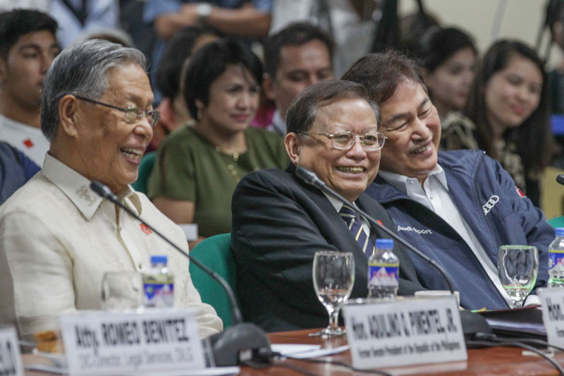 Former chief justices Hilario Davide Jr. and Reynato Puno and former Supreme Court associate justice Adolf Azcuna share a light moment before the start of a Senate hearing on the proposal to amend the Constitution yesterday. Geremy Pintolo