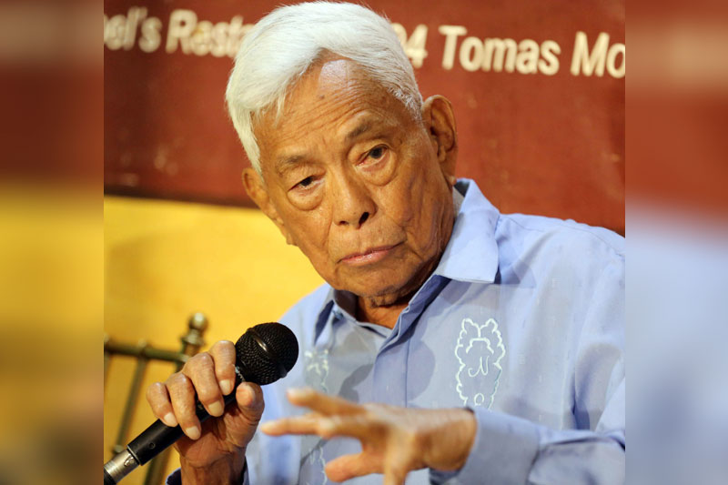 Former Senate president Aquilino 'Nene' Pimentel Jr. talks about federalism and Charter change during a forum in Quezon City yesterday. Boy Santos