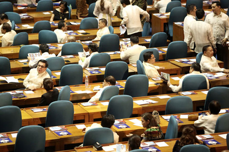 In a statement yesterday, the Makati Business Club, Management Association of the Philippines and Financial Executives Institute of the Philippines said they recognized the need to amend certain provisions of the 1987 Constitution to make it more adaptable and responsive to current social and economic realities. File