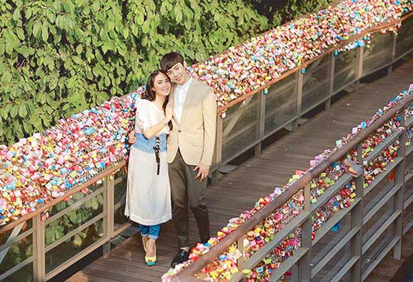 Heart Evangelista and My Korean Jagiya leading man Alexander Lee in some of the scenes of the GMA rom-com premiering tonight, shot in South Korea. It's about how a K-Pop fan (Heart) pursues her idol (Lee).