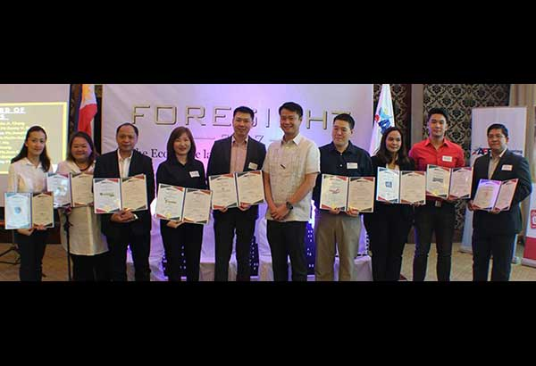 The Association of Filipino Franchisors, Inc.'s 2017 board of directors: (from left) Joyce Co Yu, Willen Ma, chairman Sonny Francisco, Josie See, president John Chung, honorary member Sen. Win Gatchalian, Byron Cheung, Jean Uvero, Paul Tan and Eric Pike Caeg