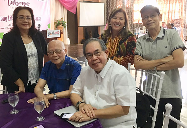 Butch Dalisay with writers Christine Godinez-Ortega, Bien Lumbera, Hope Yu, and Jun Cruz Reyes at Taboan 2017. Photo by June Dalisay