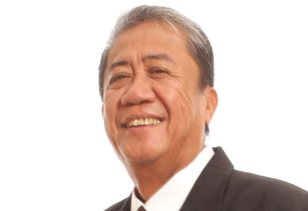 Transportation Secretary Arthur Tugade is the latest addition of key and prominent government officials who have enlisted in the reserve military force, after Senators Manny Pacquiao (Army); Loren Legara (Air Force); Vicente Sotto (Army), Rep. Feliciano Belmonte (Navy), Rep. Vilma Santos (Army). File