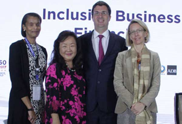 (From left) Pamela Bracey (ADB), Eriko Ishikawa (World Bank Group), Martin Lemoine (ADB), and Laetitia Lienart (Credit Suisse).