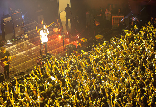Mayday Parade performs in front of a sellout crowd at Samsung Hall. Photos by Joel H. Garcia and Joriel Bataan