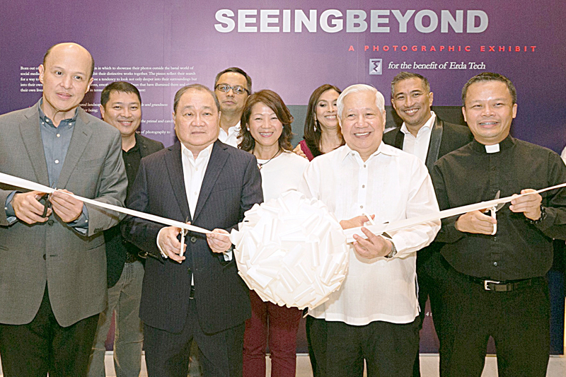 Present at the ceremonial ribbon-cutting are (front row, from left) Empire East Land Holdings president/CEO and ERDA Tech chairman Charlemagne Yu, Metro Pacific Investments Corp. & Meralco chairman Manuel Pangilinan, Meralco president & CEO Oscar Reyes and ERDA Tech president Fr. Aristotle Dy S.J. In back row (from left) are Jeff Dytuco, Michael Olivares, Bern Wong, Angela Panlilio and Tony Rivera. Photos by Joey Viduya