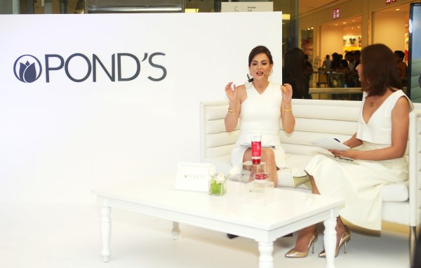 Be a #PondsMiracleMom with the Pond's Age Miracle 3-step regimen