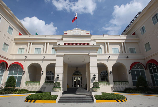 In Rizal Park Hotel the original design of the Army and Navy Club was kept intact. Photos by FERNAN NEBRES and JUN MENDOZA