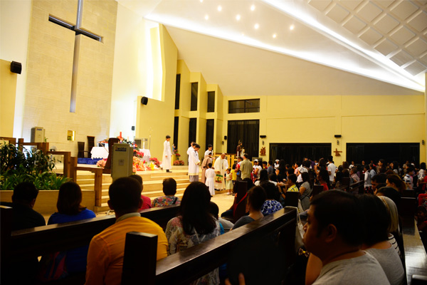 Christmas Will Never Be Complete Without Its Filipino Family Traditions Attend Simbang Gabi With Loved Ones At The Parish Of Holy And Then Have