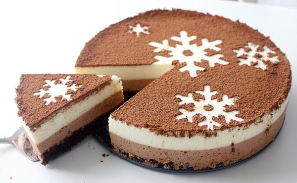 Chocolate mousse cake can be dusted to form shapes like snowflakes, Christmas tree, Santa hat or gift box. Photo from Tastemade.com
