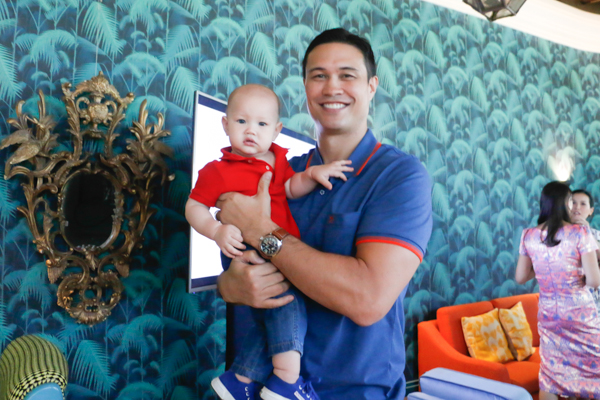 Former basketball star Eric Menk enjoys fatherhood and video blogging or vlogging. Philstar.com/Efigenio Christopher Toledo IV