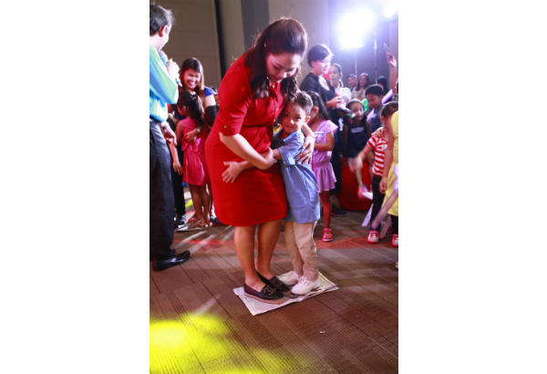 Judy Ann Santos-Agoncillo and son Lucho plays Newspaper Dance. Lactum/Released