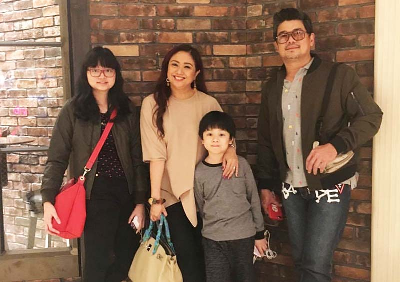 "Celebrity mom Tintin Babao (shown here with her family) invites the public to ""A Parenting Festival at Shang"" on August 20, 2017 at EDSA Shangri-La Plaza. Photo courtesy of Tintin Babao"