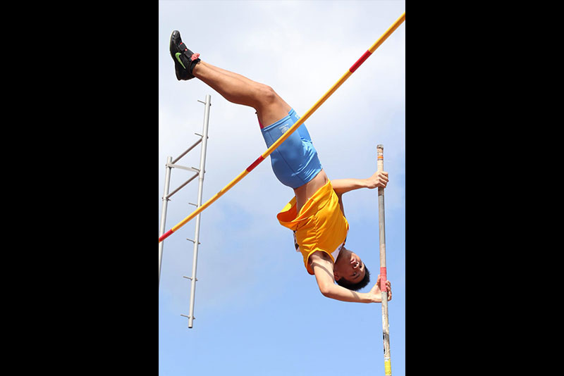 Francis Obiena of National Capital Region clears the bar for a new record in the secondary vault competition of the Palarong Pambansa at the Binirayan Sports Complex in San Jose de Buenavista, Antique. JOEY MENDOZA