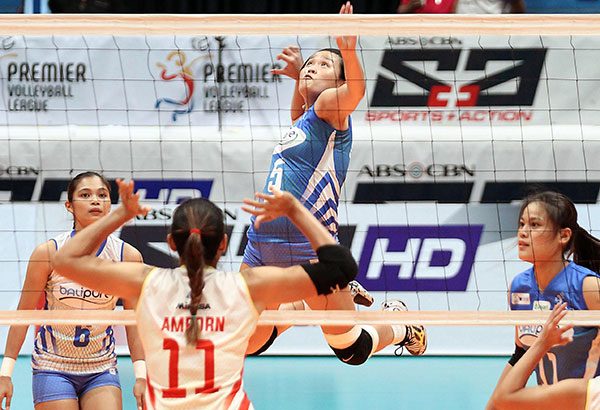 BaliPure's Grethcel Soltones soars for a spike against the Power Smashers' Thai import Hyapa Amporn during their PVL clash last Thursday. The Power Smashers won, 25-20, 25-23, 25-19, to clinch the second outright semis slot. JUN MENDOZA
