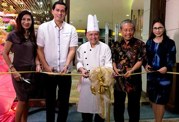 Marco Polo Davao director of sales and marketing Pearl Peralta-Maclang, Davao City Chamber of Commerce and Industry Inc. president Ronald Go, Thai guest chef Nontra-Udon Buapha of Marco Polo Prince Hotel, Hong Kong, Indonesia consul general Berlian Napitupulu and Marco Polo Davao general manager Dottie Würgler-Cronin lead the ceremonial ribbon-cutting for the five-star hotel's Thai Food Festival.