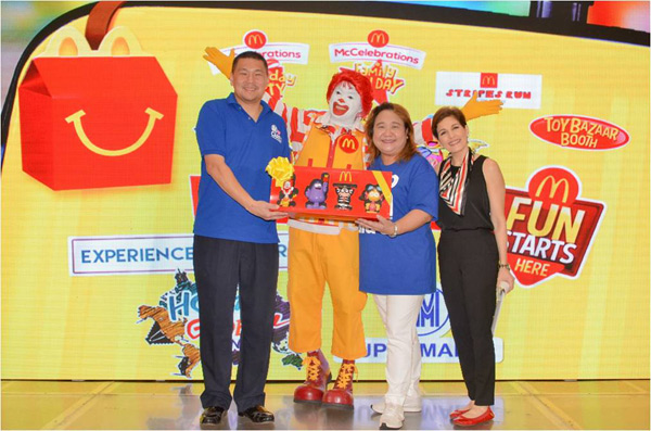 Photo shows Jonjon San Agustin, SM SuperMalls senior vice president for marketing, Margot Torres, McDonald's executive vice president and deputy managing director, Chief Happiness Officer Ronald McDonald, and event host Jackie Lou Blanco at the #NationalThankYouDay McDonald's Caravan launch in SM Megamall. McDonald's/Released