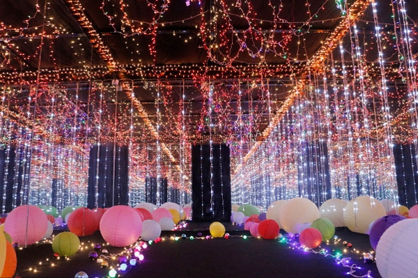 The Estancia Vast Imaginarium is composed of mirror rooms with enchanting, lighted themes. Philstar.com/Jonathan Asuncion