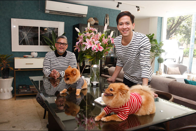 Matching outfits for fun: Fashion designer Rajo Laurel and interior designer Nix Alanon wear stripes with their Pomeranians Allegra (in red) and Tyler at Nix's PhoeNix Home store in Makati. Photos by Bening Batuigas