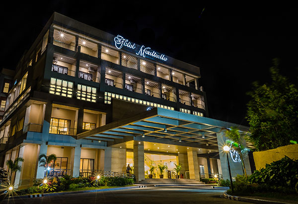 Luxuries big and small at hotel monticello tagaytay for Small luxury boutique hotels