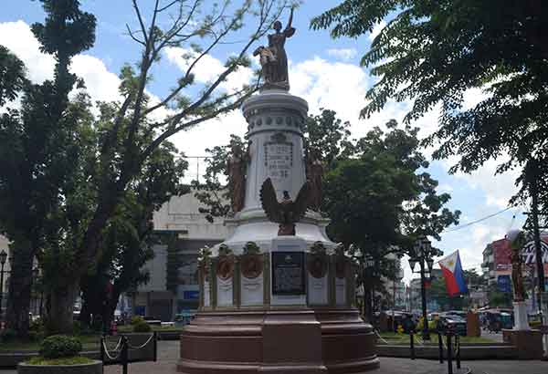 Plaza Quince Martires in Naga City. File photo
