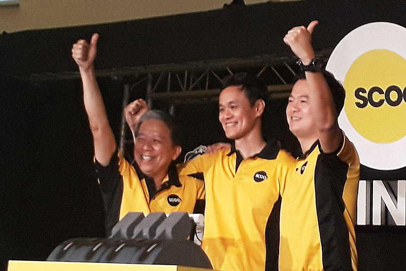 Scoot Chief Executive Officer Lee Lik Hsin (center) led the ceremonies of the merger between their company and Tigerair Thursday morning in Singapore's ArtScience Museum. Philstar.com/Deni Rose M. Afinidad-Bernardo
