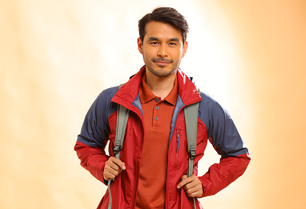 WATCH: Atom Araullo shares his top 5 travel essentials