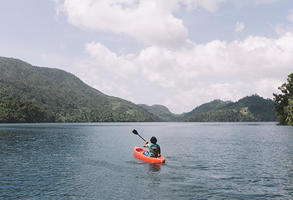 Kayak attack: Get a piece — or peace — of nature at Lake Danao. Photos by IVAN TORRES