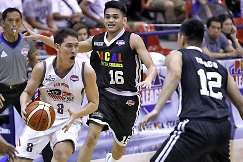 A driving Robert Bollick of Cignal looks for an open lane against Racal Tile Masters Gwyne Capacio and Kent Salado during Game One of their title series at the Ynares Sports Arena in Pasig. PBA Media Bureau