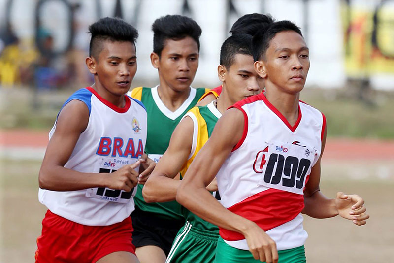 Calabarzon's Edwin Geron Jr. (099) sets the pace en route to winning the 1500m run gold in the Palarong Pambansa at the Binirayan Sports Complex in Antique. JOEY MENDOZA JR