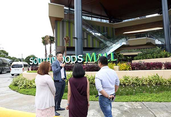 MEGAWORLD SOUTHWOODS MALL: Megaworld senior vice president Kevin Tan speaks to other company executives during the media preview of Southwoods Mall, Megaworld's first full-scale mall in the south which is set to open in October.