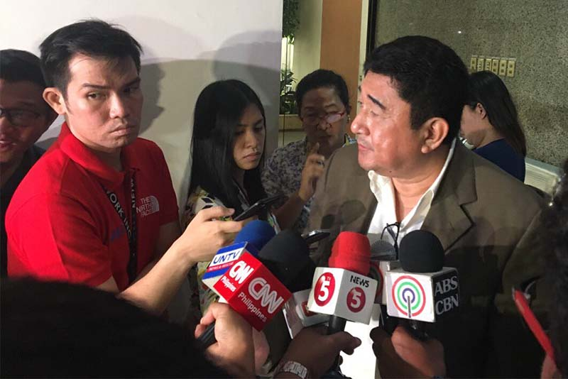 "Former Negros Oriental Rep. Jacinto ""Jing"" Paras speaks with reporters as he filed a complaint against Sen. Risa Hontiveros, a critic of President Rodrigo Duterte's war on drugs, on Monday, Sept. 25, 2017. STAR/Elizabeth Marcelo"