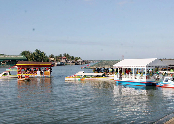 Dagupan Philippines  city photo : fluvial parade launches the island cruise project in Dagupan City ...