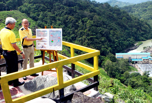 President Aquino is briefed by MWSS Administrator Gerardo Esquivel on the Angat Dam strengthening project from a viewing deck in Norzagaray, Bulacan. The President was the guest at the groundbreaking for the project yesterday. Boy Santos