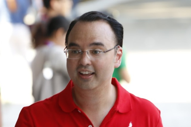 Vice presidential candidate Alan Peter Cayetano arrives at the University of the Philippines Cebu, the venue of the second presidential debate on Sunday, March 20, 2016. Philstar.com / Efigenio Toledo IV