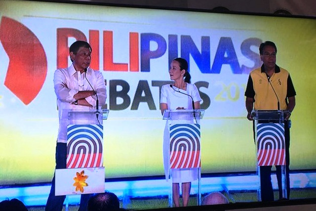 Presidential candidates Rodrigo Duterte, Grace Poe and Mar Roxas appear on the live feed shown in the press room at the University of the Philippines Cebu before the start of the presidential debate on Sunday night, March 20, 2016. The debate was delayed for more than an hour due to discussions on debate rules. Philstar.com / Rosette Adel