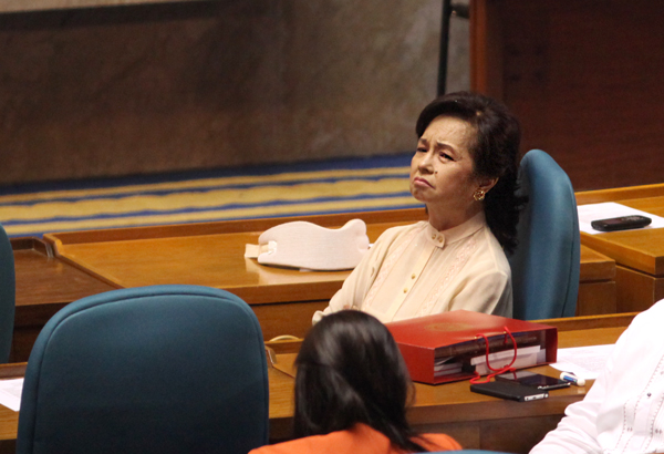 gloria macapagal arroyo administration Two former cabinet secretaries and five other former officials during the administration of gloria macapagal-arroyo were charged with 194 criminal cases by the ombudsman.