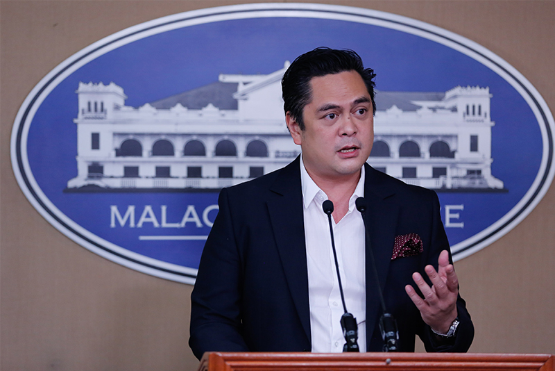 PCOO Secretary Martin Andanar said it is important to distinguish between legitimate media organizations and fake news sites. PPD/File photo