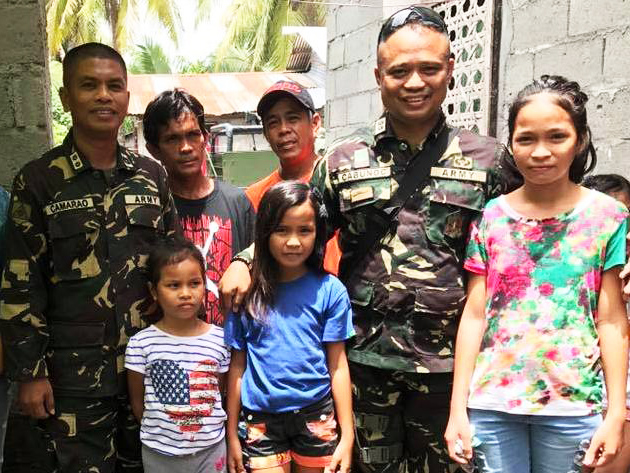 Army Lt. Colonels Harold Cabunoc and Maynard Camarao have adopted the children of Cpl. Tamano Macadatar as their own.Photo Courtesy of 33rdInfantry Battalion