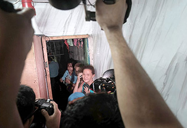 Detainees huddle in a makeshift detention cell hidden behind a shelf in the Manila Police District's Drug Enforcement Unit office during a CHR inspection in April. MIGUEL DE GUZMAN, file
